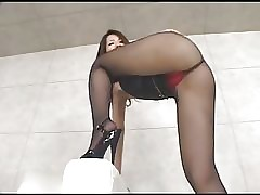 high heel porn : asian girl blowjob